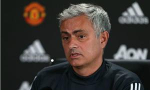 Mourinho họp báo chỉ hơn bốn phút