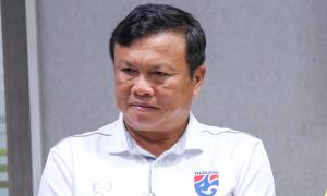 HLV Sirisak chia tay đội tuyển Thái Lan