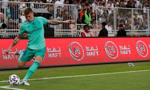 Kroos ghi siêu phẩm phạt góc cho Real
