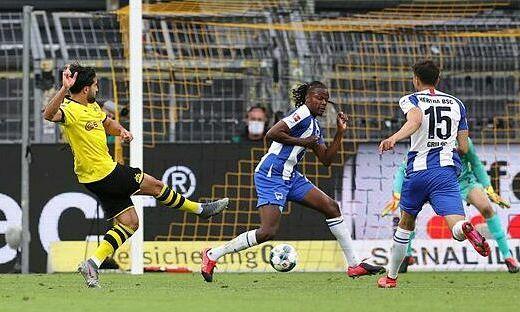 Dortmund thắng nhọc khi vắng Haaland