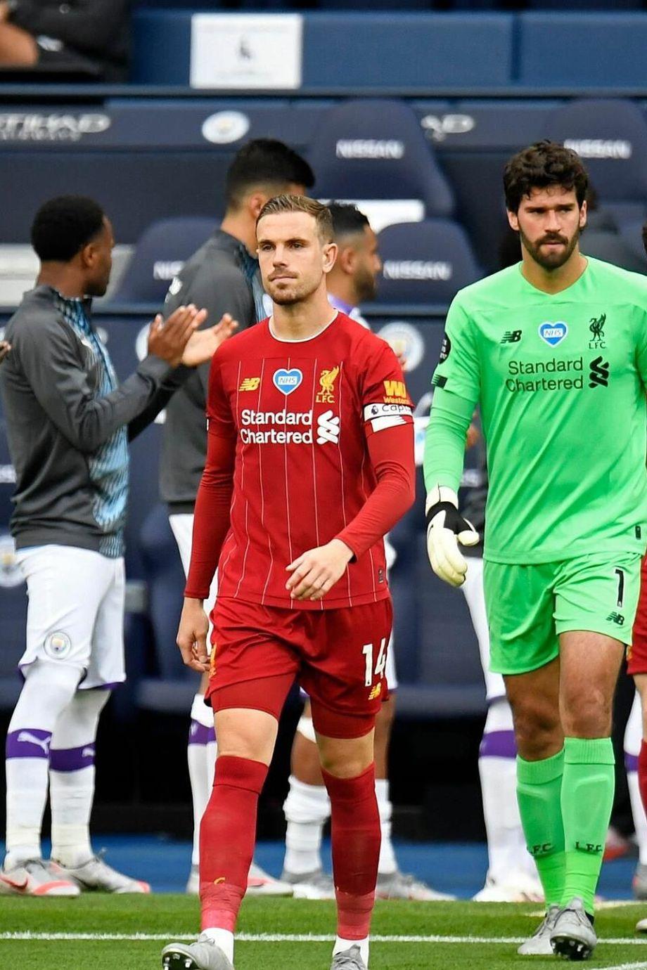 Man City xếp hàng chào Liverpool