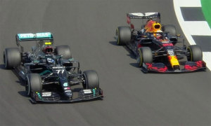 Verstappen đánh bại Mercedes