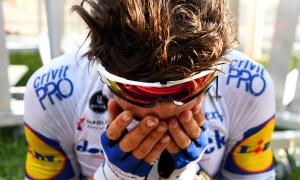 Áo vàng Tour de France khóc nức nở