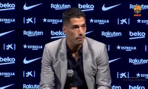 Suarez khóc nghẹn trong lễ chia tay Barca