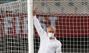 Mourinho bắt đối thủ thay cầu môn