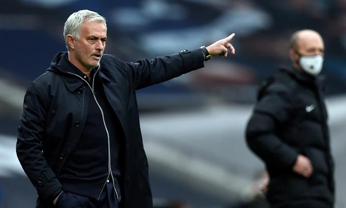 Mourinho buông Cup Liên đoàn Anh