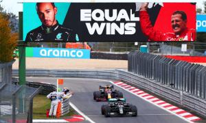 Hamilton bắt kịp kỷ lục của Schumacher
