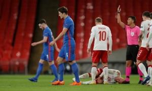 Maguire bị đuổi trong thất bại của Anh