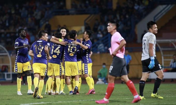 Hà Nội lên nhì bảng V-League