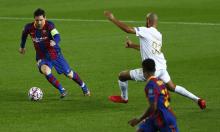 Messi vượt Ronaldo về số mùa ghi bàn ở Champions League