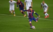Messi lại ghi bàn trên chấm 11m