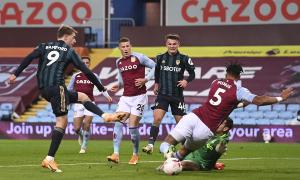 Leeds đè bẹp Aston Villa