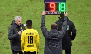 Thần đồng 16 tuổi lập kỷ lục ở Bundesliga