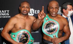 Mike Tyson tranh cãi với Mayweather