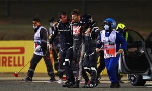 Mũ bảo hiểm của tay đua F1 tan chảy trong vụ tai nạn
