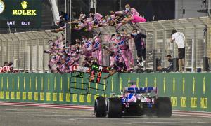 Perez thắng chặng đua vắng Hamilton