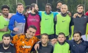 Khabib khoe tài đá bóng