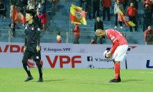 Cựu Vua phá lưới V-League hai lần sút hỏng phạt đền