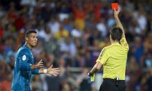Ronaldo lĩnh thẻ đỏ nhiều gần gấp bốn lần Messi
