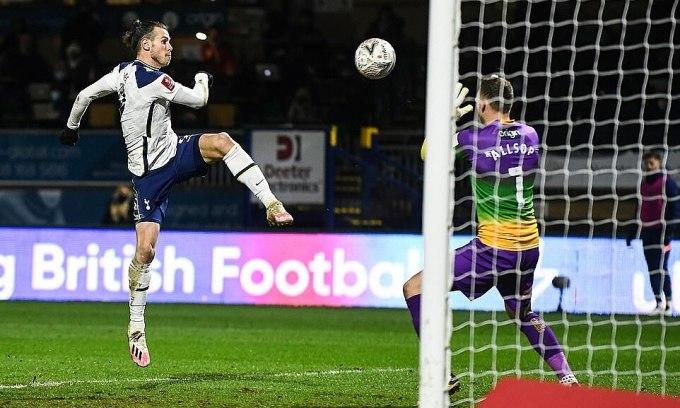 Bale ghi bàn mọi mặt trận của Tottenham