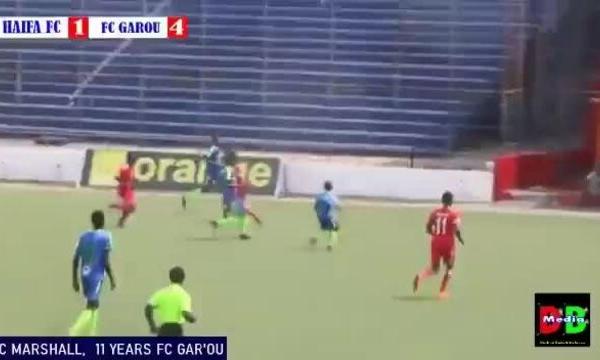 Cậu bé 11 tuổi đá giải chuyên nghiệp