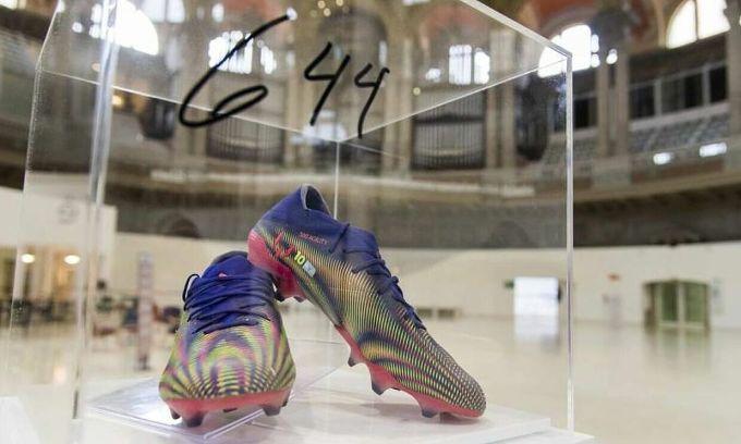 Đấu giá đôi giày Messi dùng khi phá kỷ lục của Pele