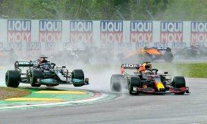 Verstappen đánh bại Hamilton tại Imola