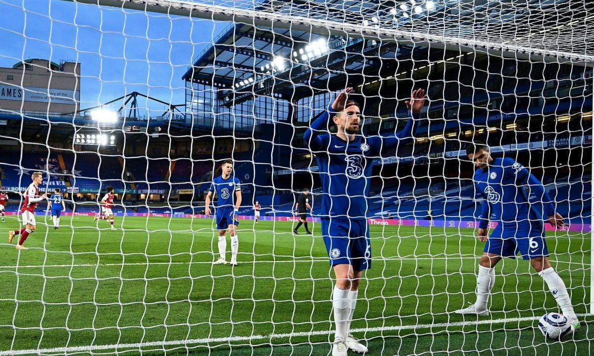 Arsenal thắng trên sân Chelsea