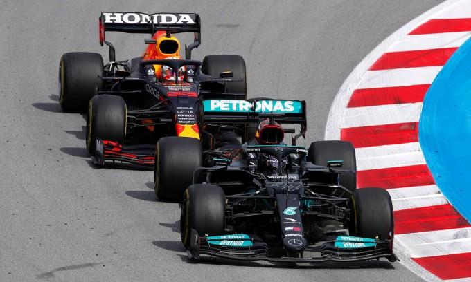 Vì sao Verstappen bó tay trước Hamilton ở Catalunya?