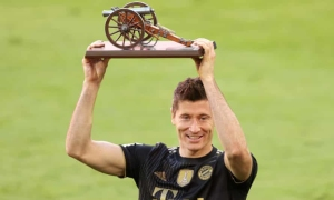 Lewandowski lần đầu đoạt Giày Vàng châu Âu