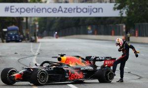Verstappen vuột chiến thắng vì nổ lốp ở Baku
