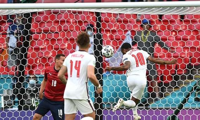 CH Czech 0-1 Anh: Sterling đền đáp Southgate