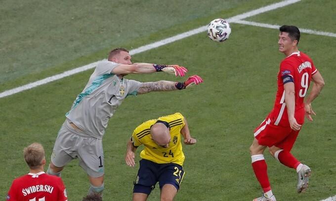 Thuỵ Điển 3-2 Ba Lan: Lewandowski hoàn tất cú đúp