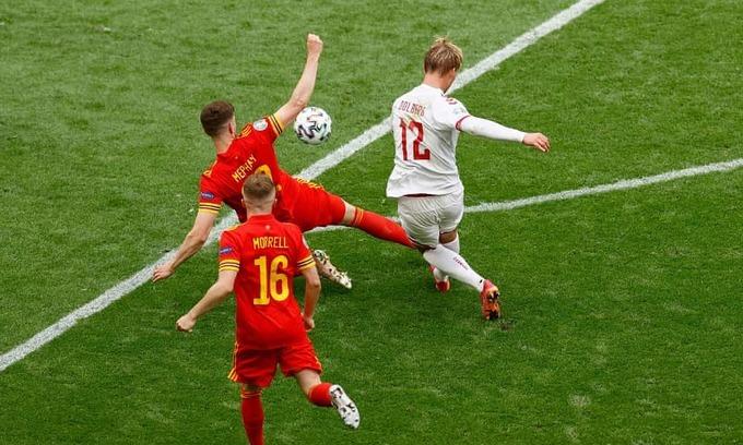 Xứ Wales 0-4 Đan Mạch: Dolberg ghi siêu phẩm