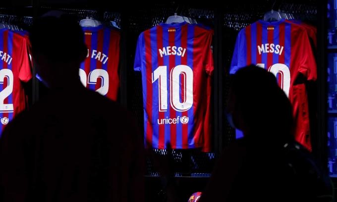 Vì sao Barca chậm công bố hợp đồng với Messi?