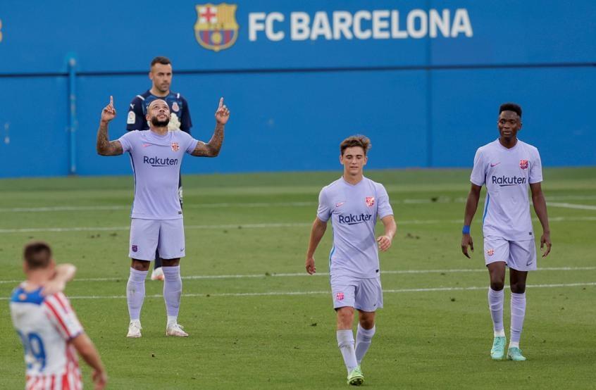 Depay ghi bàn trong trận ra mắt Barca