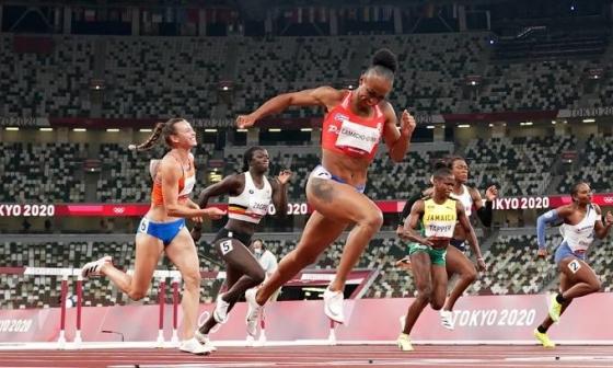VĐV Puerto Rico phá kỷ lục 100m vượt rào