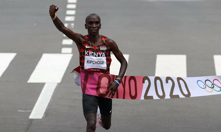 Kipchoge đoạt HC vàng Olympic 2020