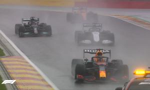 Verstappen thắng chặng F1 ngắn nhất lịch sử