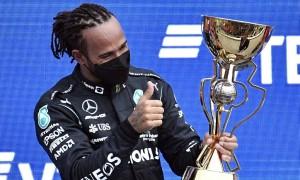 Hamilton lập kỷ lục thắng 100 chặng F1