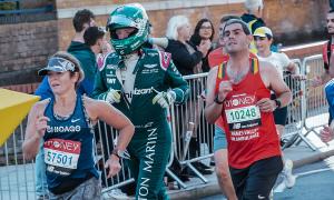 Kỹ sư F1 lập Kỷ lục Guinness tại London Marathon