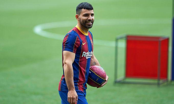 Aguero thừa nhận đến Barca vì Messi
