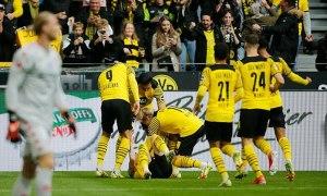 Haaland đưa Dortmund lên đỉnh bảng
