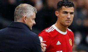 Neville: 'Ronaldo chỉ biết phàn nàn'