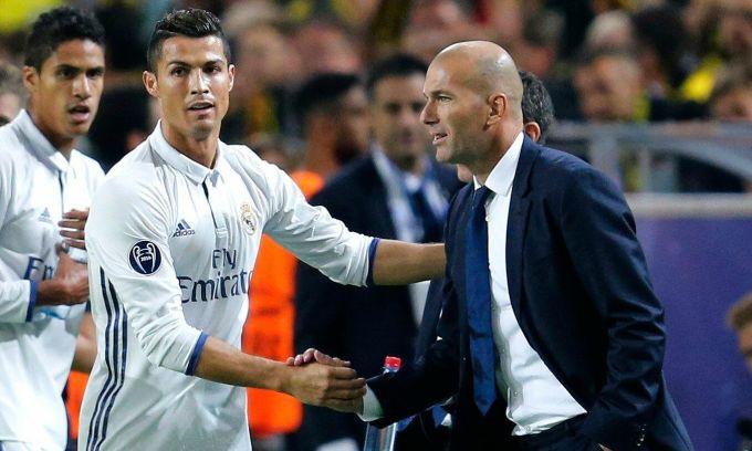 Ronaldo giới thiệu Zidane về Man Utd