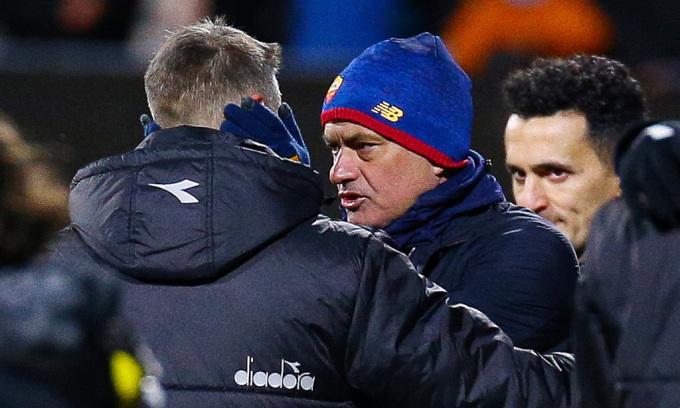 CĐV Roma: 'Mourinho muốn bị sa thải để sang Newcastle'