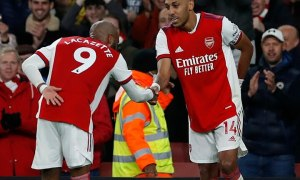 Arsenal bằng điểm Man Utd